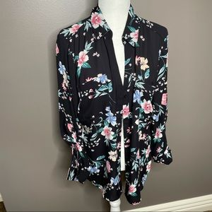 NWOT floral button down   Candie's